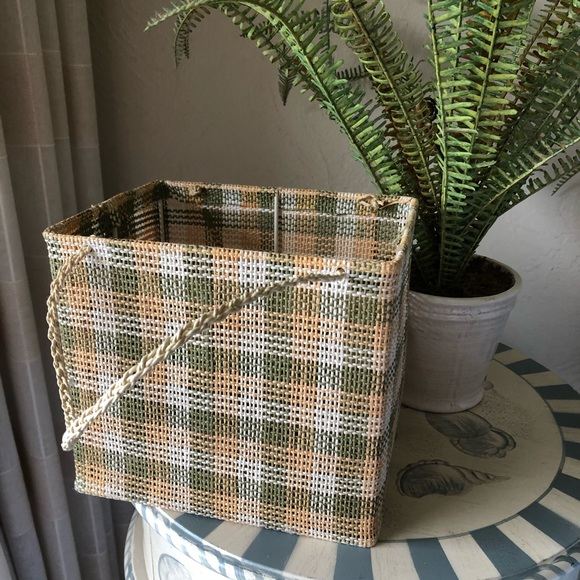 Vintage Other - Vintage Woven Green And Yellow Basket!